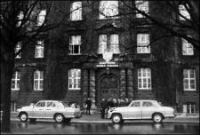Peesemka. Państwowa Szkoła Morska w Szczecinie na Wałach Chrobrego 1963 - 1972 r. [Film] - Położenie kamienia