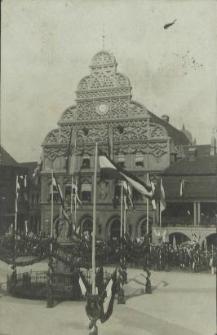 [Stargard in Pommern, Rathaus und Kriegerdenkmal]