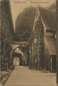 Stralsund, Torweg im Joh. Kloster